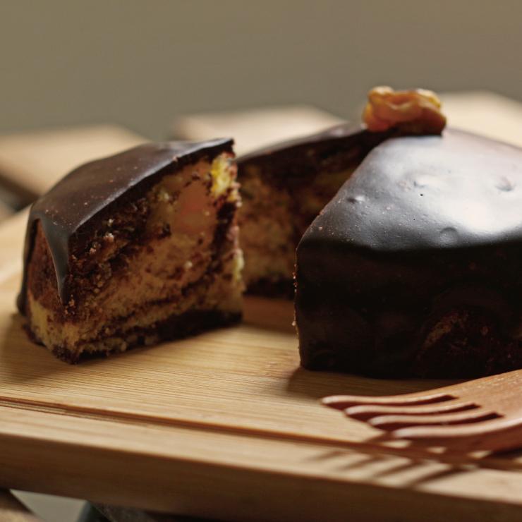 比利時的樹懶 - 巧克力拿鐵旅人磅蛋糕 - 雙色麵團+黑巧克力蘭姆酒淋醬、毫不手軟大量黑巧克力、豐富的味覺享受、全新商品(樹懶慢慢)使用法國Isigny奶油、水手牌超級蛋糕粉、紐西蘭奶粉