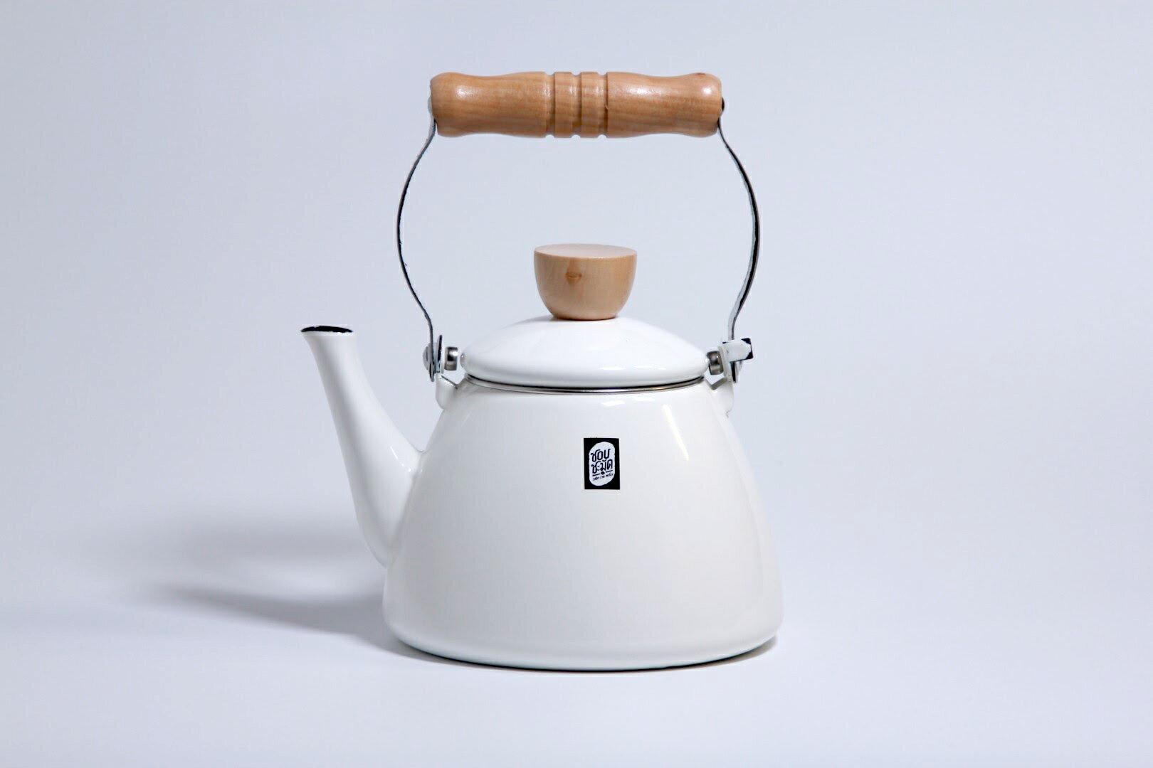 【泰國 SCM】木把琺瑯茶壺 1.5L 炊煙白