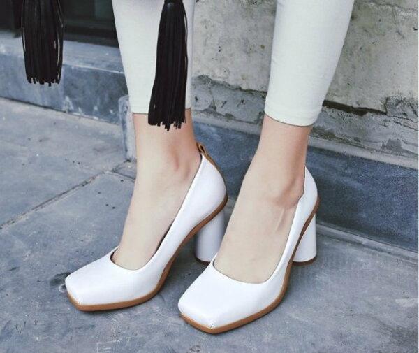 Pyf♥優雅個性扁頭復古雙色粗跟高跟鞋OL上班鞋43大尺碼女鞋