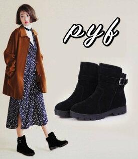 Pyf♥簡約小資款寬筒扣帶裝飾百搭韓版厚底短靴保暖舒適好走44大尺碼女鞋