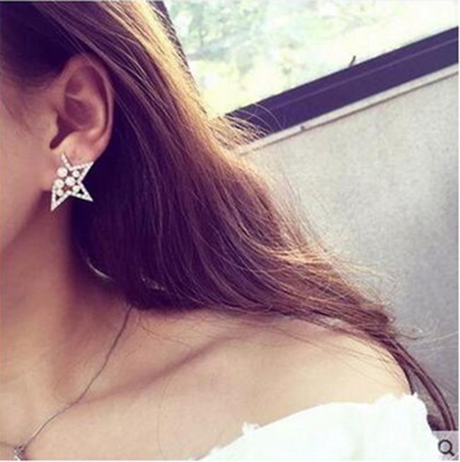 50^%OFF~IU013292ER~韓國 五角星耳釘鑲珍珠水鑽星星耳釘 誇張 裝飾品 ~