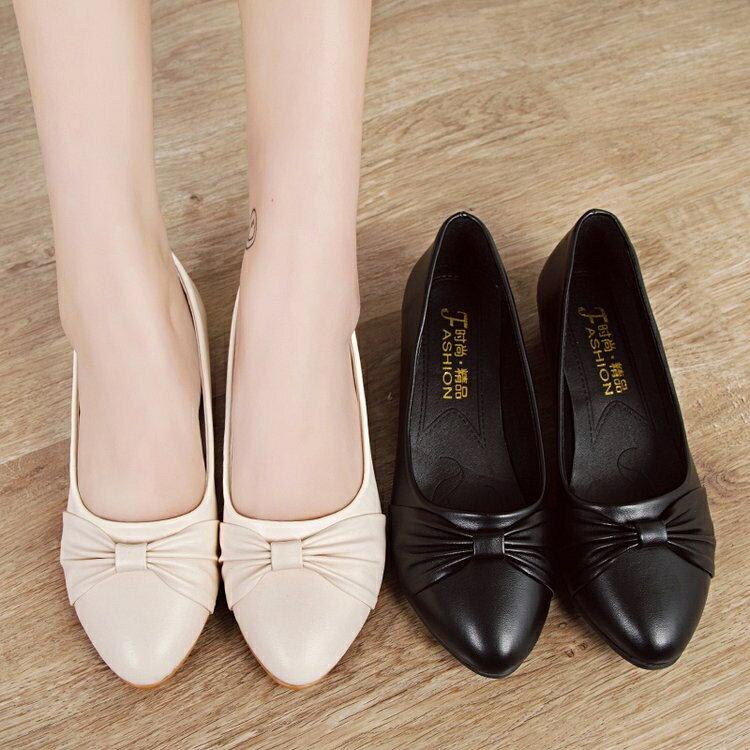 平底鞋 一腳蹬圓頭淺口坡跟皮鞋四季白色護士中老年舒適厚底媽媽鞋女鞋