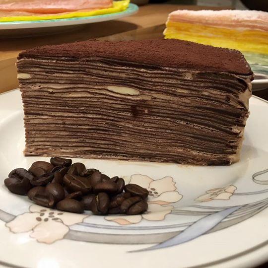摩卡咖啡巧克力法式千層(8吋)【aminscrepe 】巧克力餅皮搭配義式黑摩卡咖啡內餡,濃郁香醇