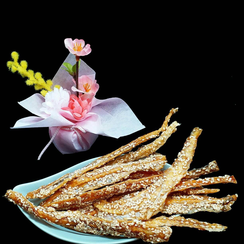 【東港漁霸】芝麻那個魚骨 --- 120克(包) 芝麻那個魚骨  / 休閒食品 / 零嘴
