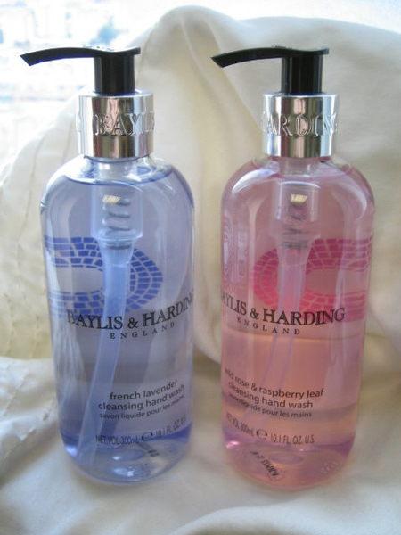 *Realhome* 英國平價 Baylis& Harding 保濕洗手乳* 野玫瑰&薰衣草300ML 2款新到貨