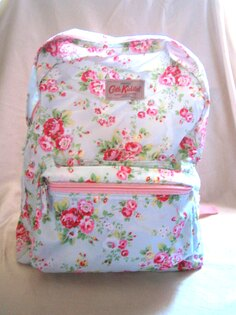 Realhome:*Realhome*英國CathKidston防水後背包可收納淺藍玫瑰花