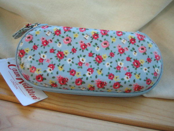 Realhome:*Realhome*英國名牌CathKidston~全新眼鏡盒玫瑰小花