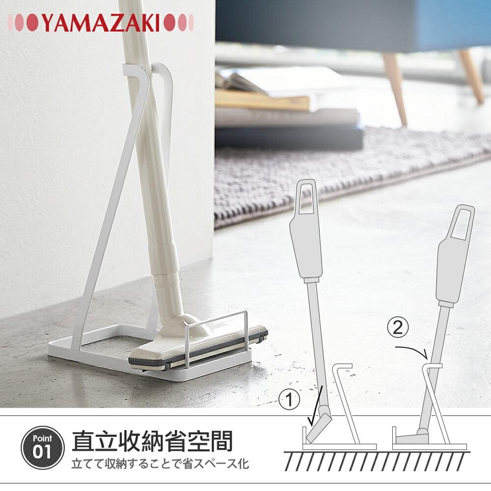日本【YAMAZAKI】 tower 立式吸塵器收納架(白)★dyson吸塵器專用架,適用V6.V7.V8.V10.V11系列,各品牌直立式吸塵器架 3