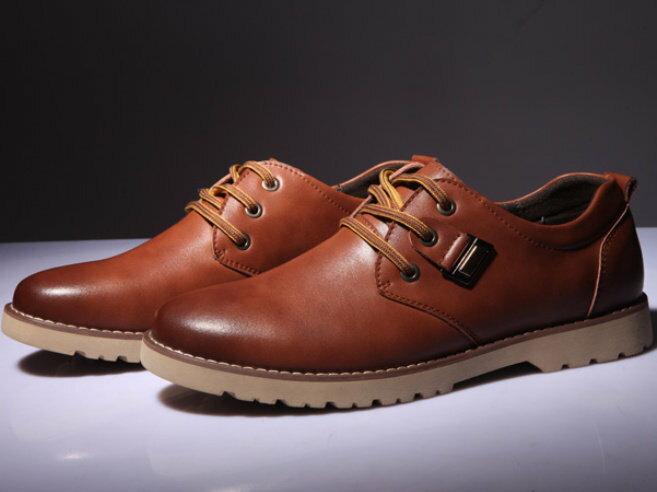 聖誕禮物推薦包包/鞋款皮鞋聖誕節替男友們挑選一款可正式又可休閒的皮鞋能體現男人的紳士和霸氣。包包/鞋款就在皮鞋推薦皮鞋