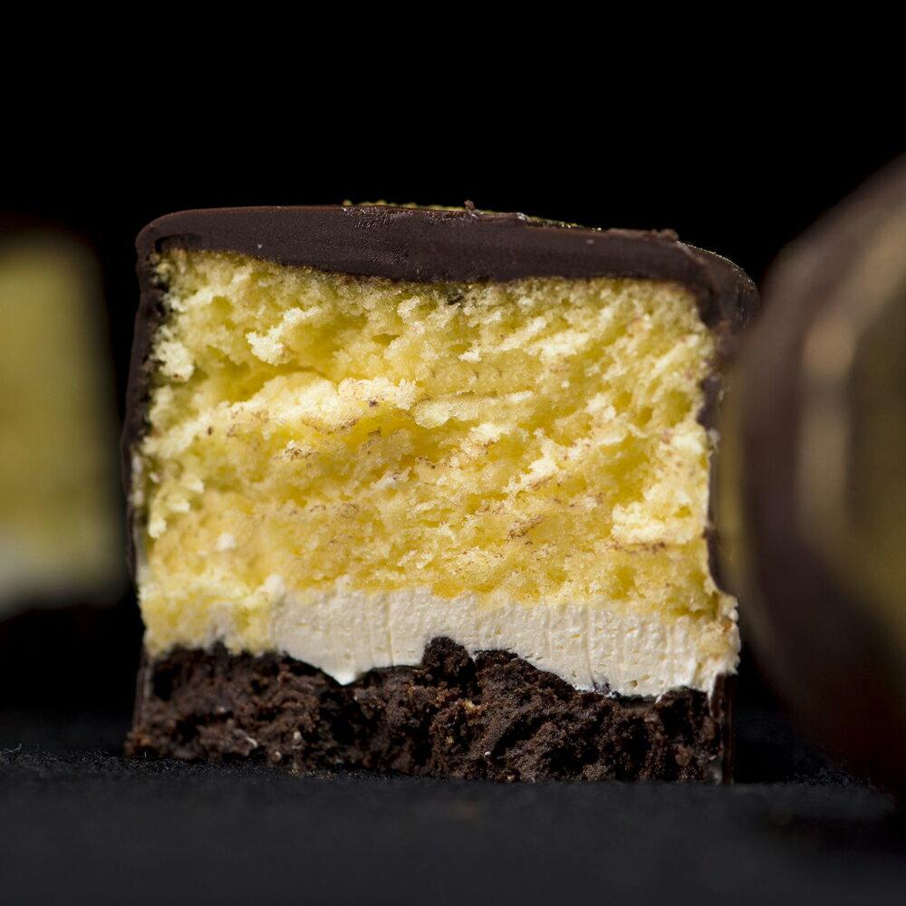 免運【樂樂甜點 】巧克檸檬小蛋糕(9入 / 盒) ☆沒錯,就是它!銷魂100分的巧克檸檬小蛋糕,外酥內軟底脆在口中瞬間變化多種層次,驚人又完美的平衡口感,巧克力滑順包覆著淡淡清香檸檬蛋糕,搭配迷人的酥餅,再次驚豔你的味蕾【加購店內任一款蛋糕,都不需要再負擔運費囉】▶全館滿499免運 1