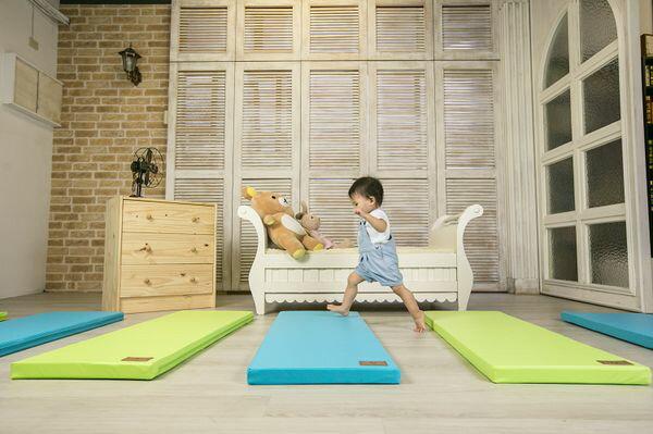 ★衛立兒生活館★【Mang Mang】小鹿蔓蔓-兒童4cm防護地墊/床邊墊(單片)