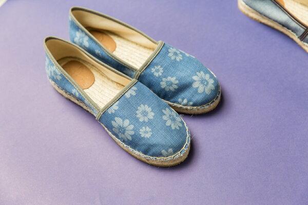 ONE SHOE:左右腳不分草編鞋-日向藍
