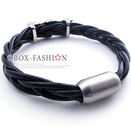 《 QBOX 》FASHION 飾品【W10021767】精緻潮流不規則面牛皮革316L鈦鋼手鍊/手環(黑色)