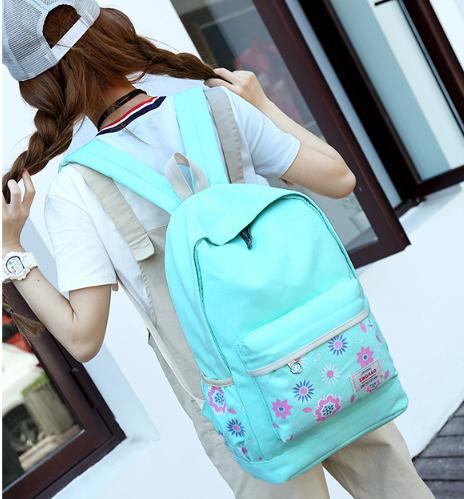 【學院圖騰花後背包】 韓版流行後背包 學院風旅行包 書包-時尚玩包