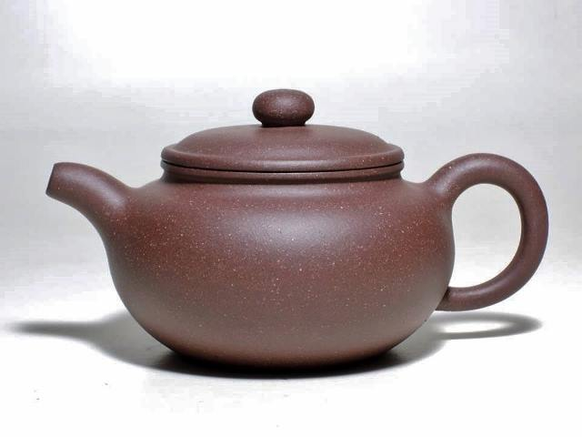 <br/><br/>  純原礦紫砂壺~仿古扁腹壺,經SGS檢驗無重金屬,無毒的壺,泡茶好喝的茶壺,提昇茶的香氣喉韻<br/><br/>
