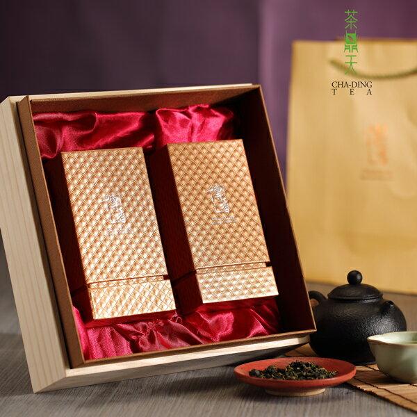 【茶鼎天】極品傳香-梨山茶禮盒(150gx2入)種植於2000~2600公尺以上梨山茶區,茶湯蜜綠鮮活,香氣高雅帶果香,入口滑軟,滋味甘醇不澀,後勁強,絕對是讓您齒頰留香的好茶。 0