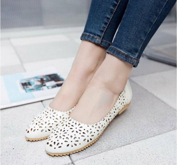 Pyf♥甜美簍空花紋洞洞鞋娃娃鞋孕婦鞋百搭平底鞋圓頭加大47大尺碼女鞋
