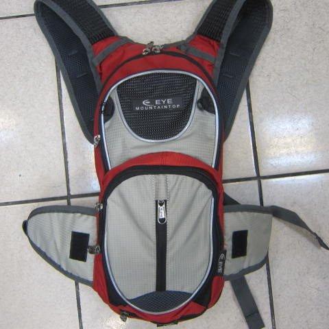 ~雪黛屋~EYE 加大型反光腳踏車後背包 可加大容量設計 隱藏式固定安全帽放置網袋 EYE305磚紅