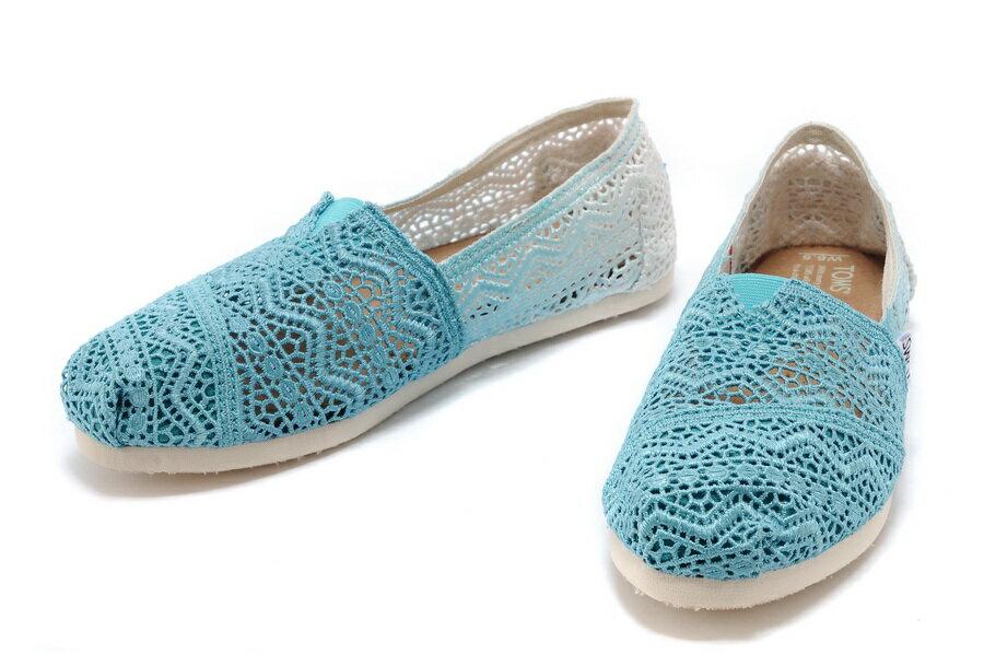 【TOMS】藍色漸層蕾絲平底休閒鞋  Zig Zag Crochet Baltic Dip-Dyed Women's Classics 3