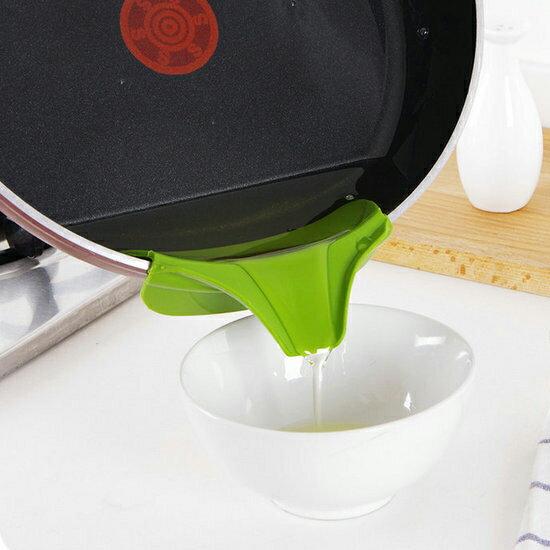 ♚MY COLOR♚鍋具防漏邊緣導流器 廚房 湯鍋 料理 烘焙 用餐 防灑 漏斗 實用 柔韌 餐具【F55-2】