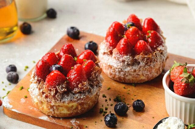 (免運)冬季限定聖誕甜點!草莓季限定~幸福草莓四宮格~小朋友最喜愛熊熊蛋糕,草莓起士派,Q軟麻吉雪媚娘及酥脆草莓泡芙~一次帶給你4種幸福享受 5