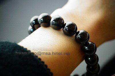 黑星石是黑色水晶中的極品,黑星石擁有星光,除了可辟邪擋煞外,'對於貧血、下身機能退化的朋友有保健的作用,更可去除雜念,令人能逆境自強,是成功的關鍵石。249.55ct
