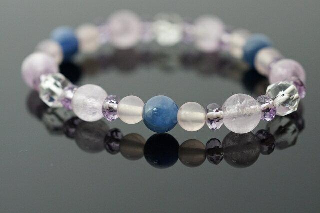 紫鋰輝  藍晶石  粉晶  紫水晶  水晶手鍊 紫鋰輝石散發著一股深度的平靜,它是一顆敞開