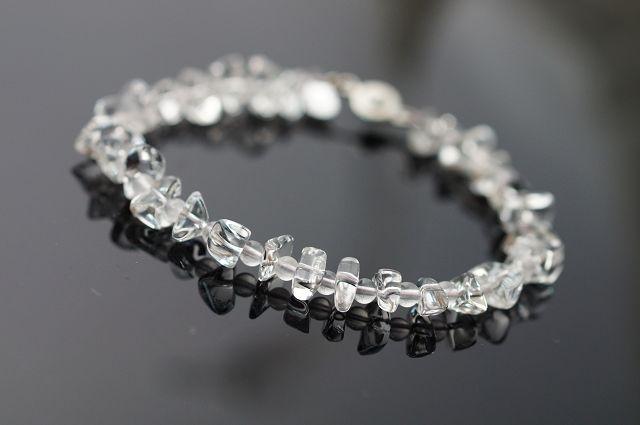 """粉晶又稱芙蓉晶,玫瑰石,愛情石或薔薇水晶,粉紅色的柔和顏色偶會發出星光般的光芒故又稱""""星光""""。在地球上的礦石中,粉晶是最能夠代表『愛』的能量石。這是一種常見的水晶,很受女性朋友的歡迎,自古以來就常被用.."""