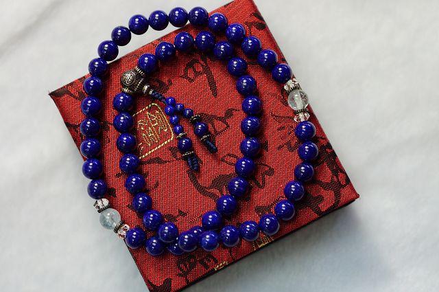 帝王青金54顆唸珠,青 的強大磁場 加強直覺判斷力,護 身避邪,又青 是佛教中的^(琉璃^