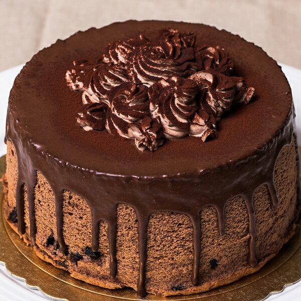 ??【6吋黑玫瑰戚風蛋糕】巷弄?子日式戚風,獨家工法,口感細緻綿密,再淋上70.5%甘納許,中間填滿巧克力香緹,適合喜愛可可的朋友。