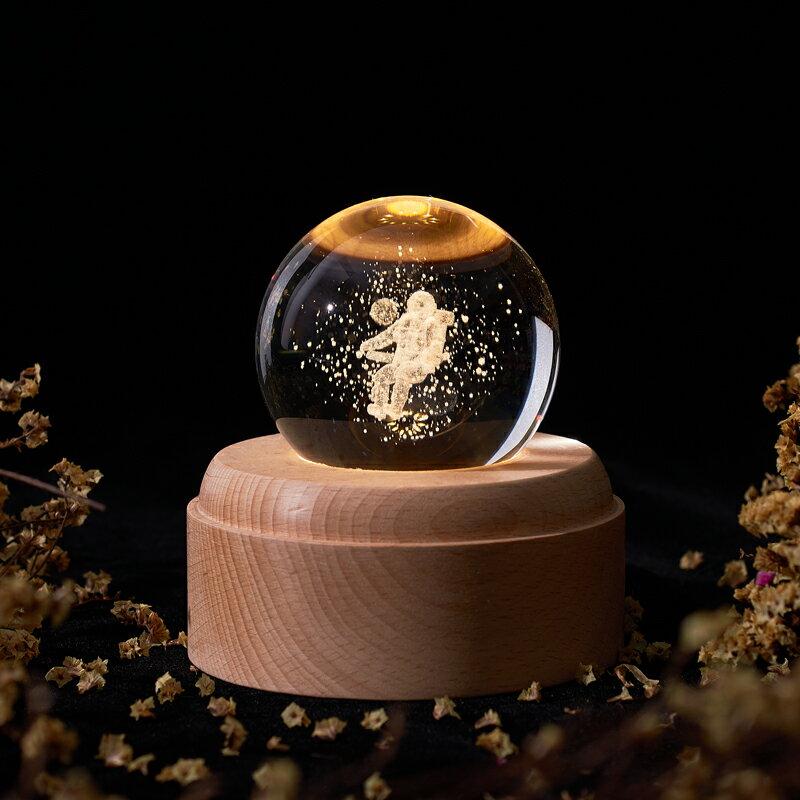 水晶球宇航員創意月球燈浪漫星空小夜燈音樂女生日禮物充電投影燈