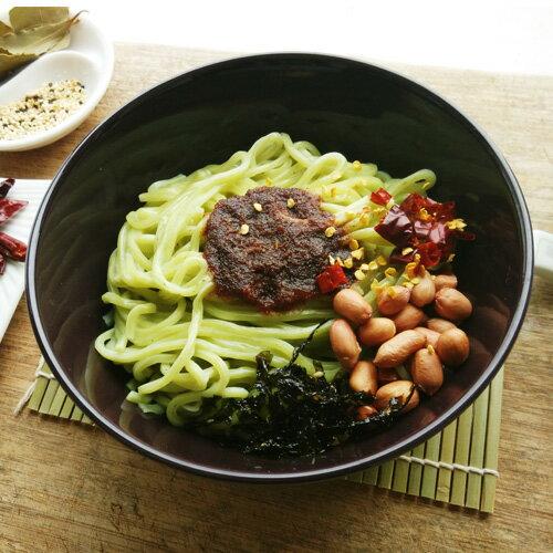 【大妹子】新鮮菠菜麵 (360g/包) 。來自宜蘭農產菠菜,新鮮現打成泥製作,100%自然健康,絕無添加防腐劑、色素。