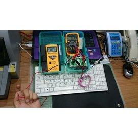 [人體電壓實測照片彙集] 居家 辦公室..等,電力線產生電磁場及感應人體電壓