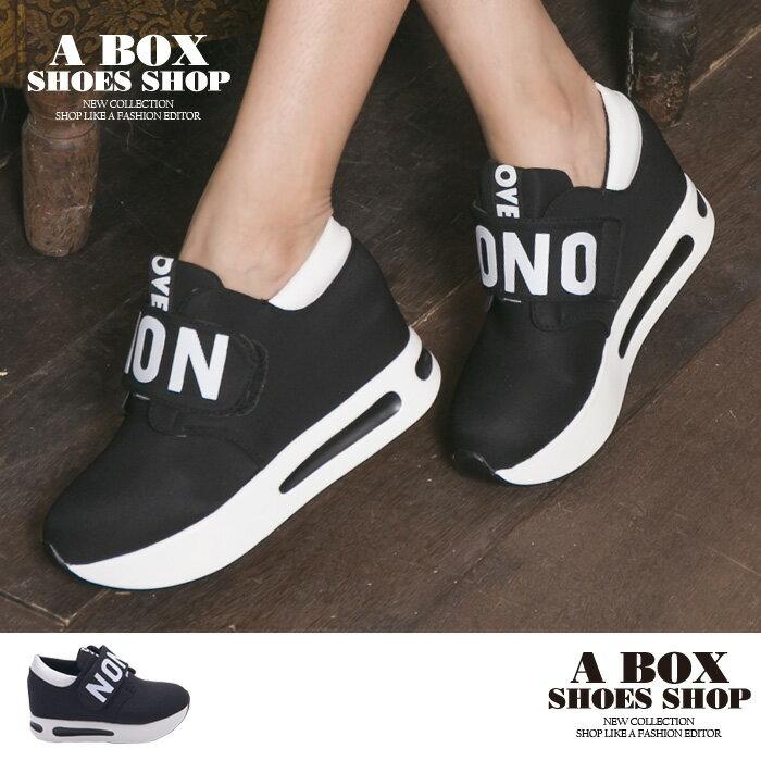 格子舖*【KD120】韓版時尚英文字母 魔鬼氈穿拖 內增高3CM厚底跟高3.5CM休閒運動鞋 帆布鞋 黑色