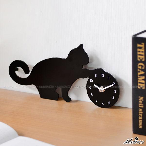 獨家|日本MAKINOU貓咪玩球剪影鐘-台灣製|掛鐘壁鐘 Pusheen貓 時鐘藝術鐘造型鐘數字鐘