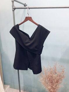 更衣間:韓國直飛露單肩背心