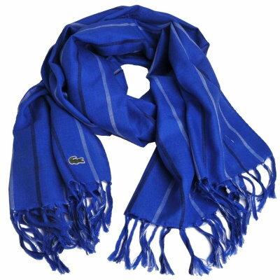 LACOSTE 高質感絲混毛料品牌鱷魚圖騰刺繡LOGO直紋造型披肩/圍巾(寶藍)