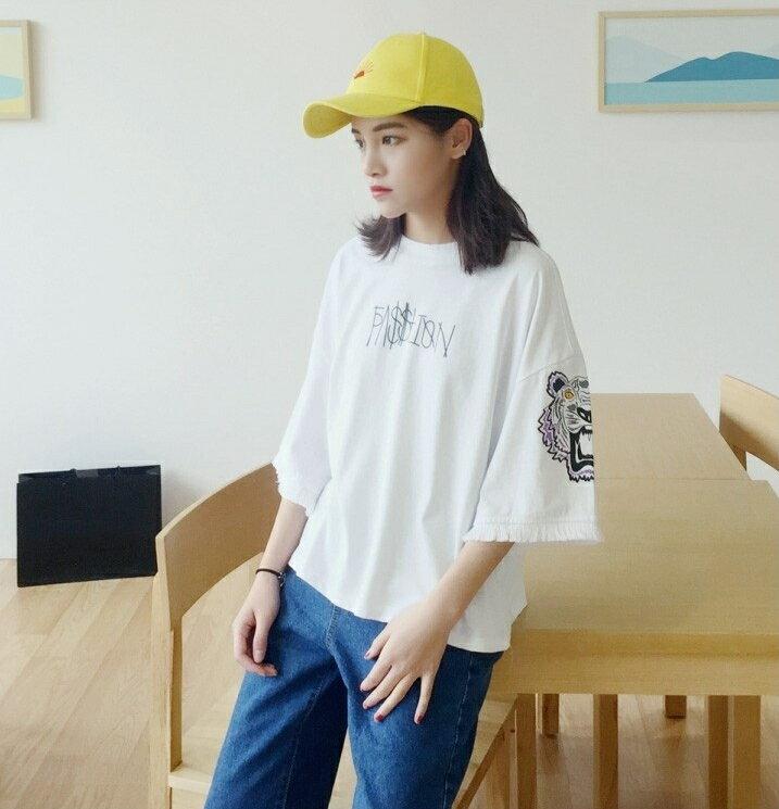 【V2503】shiny藍格子-酷炫休閒.超寬鬆字母印花流蘇袖口上衣 6