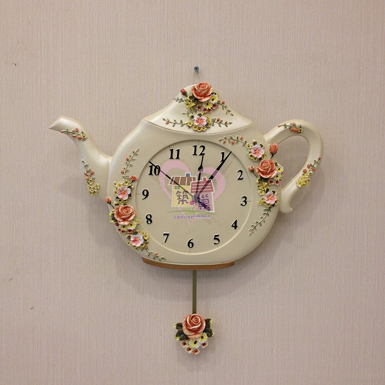 米黃月季花茶壺造型搖擺時鐘/掛鐘, 掃描式靜音機芯, 裝上電池下方玫瑰會搖擺