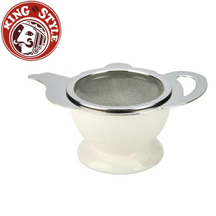 金時代書香咖啡 Tiamo 茶壺造型不鏽鋼杓形濾網組 (附陶瓷底座) 白色