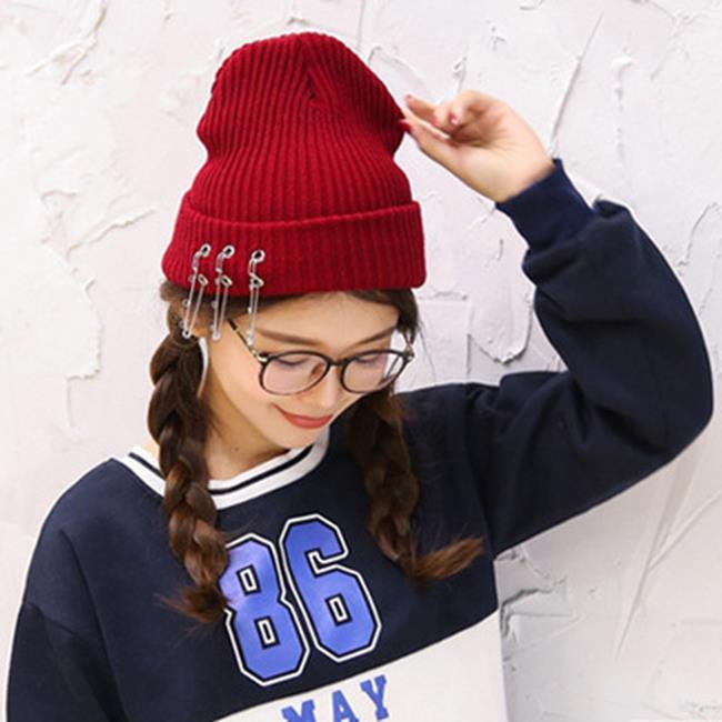 50%OFF【E018796WH】韓國ulzzang時尚別針毛線帽子秋季針織帽潮男女冬天保暖冷帽