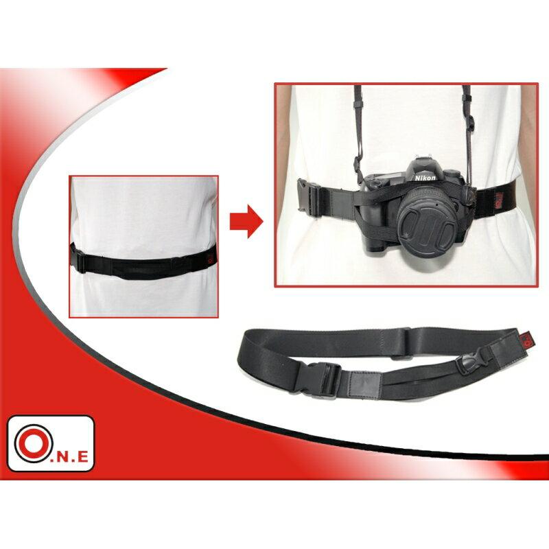 我愛買#O.N.E單反相機腰帶OC-A1(固定微單輕單眼DSLR相機望遠鏡)適騎腳踏車公路車登山車,可搭相機減壓背帶相機肩揹帶相機頸掛背帶頸肩帶彈性揹帶