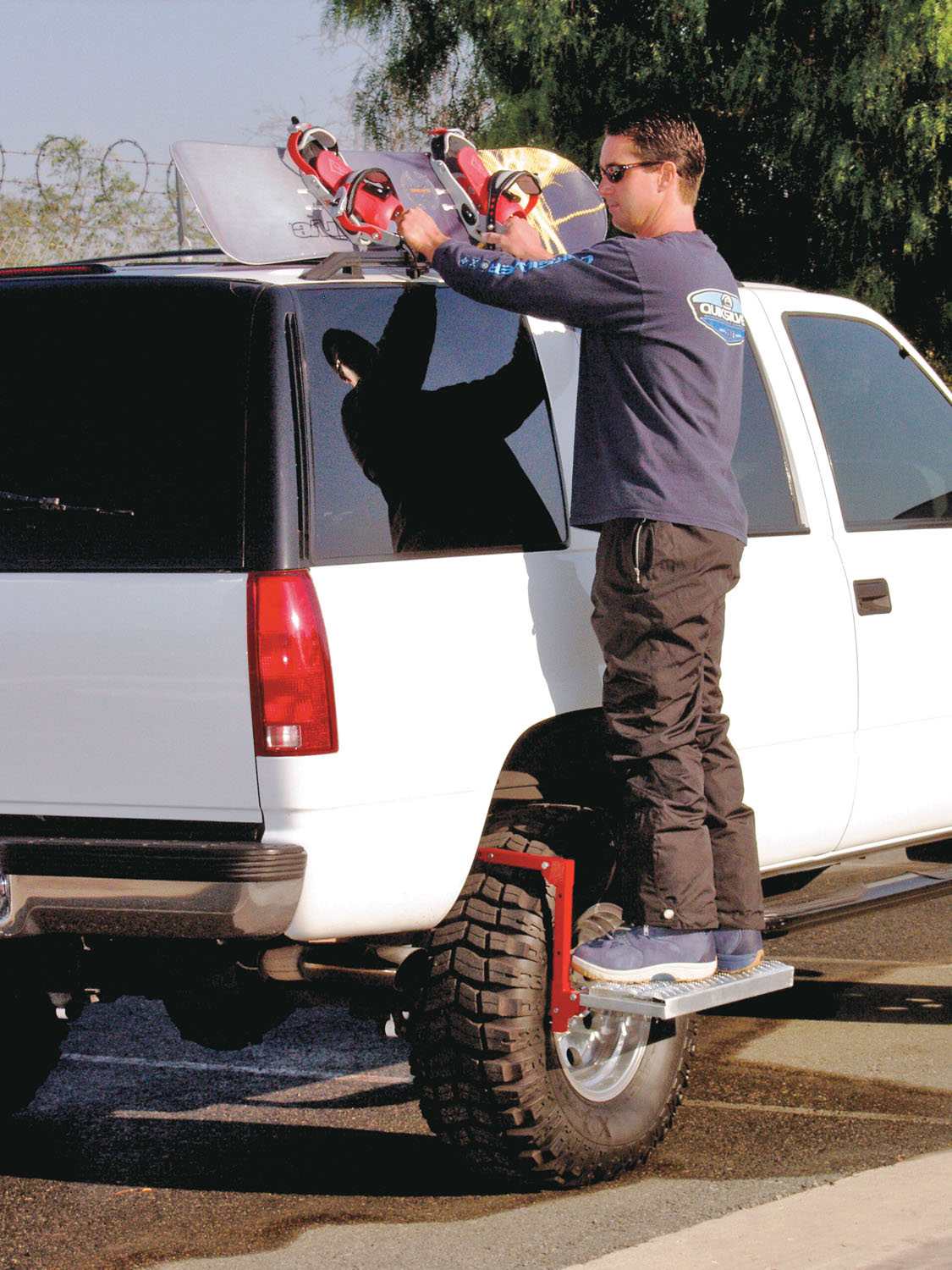 Powerbuilt Folding Truck Step Fits Over Tire to Clean, Reach Roof Rack - 647596E 3