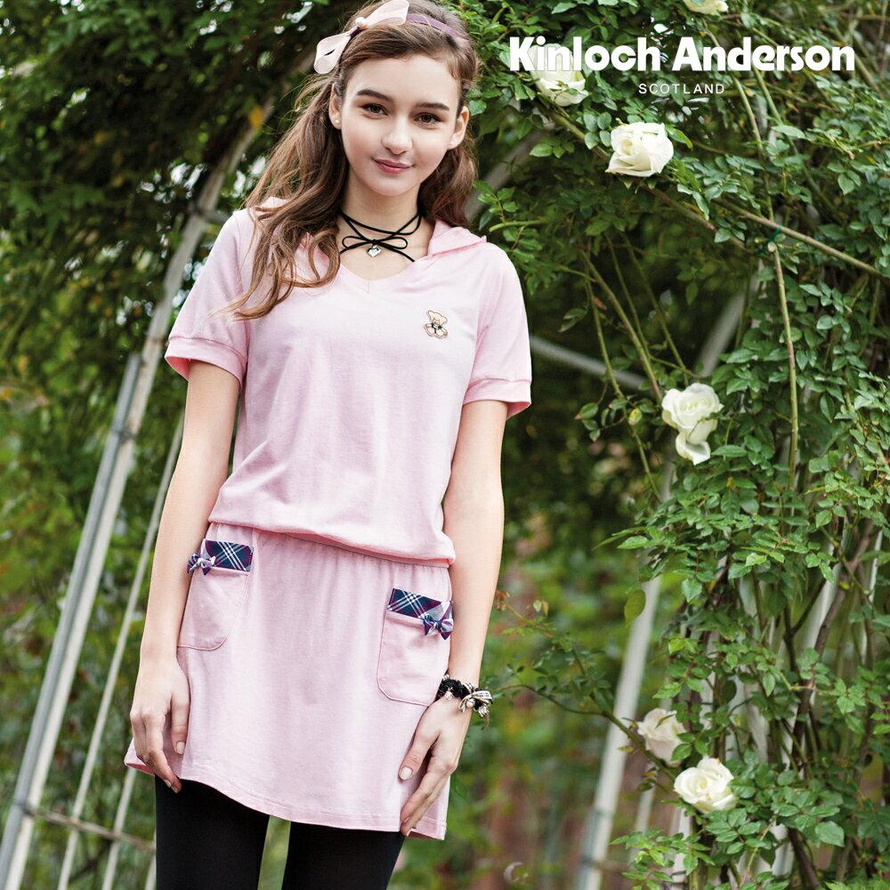 刷卡滿3千回饋5%點數 休閒連帽洋裝淺嫩粉紅貼袋徽章連身裙【Kinloch Anderson 金安德森】