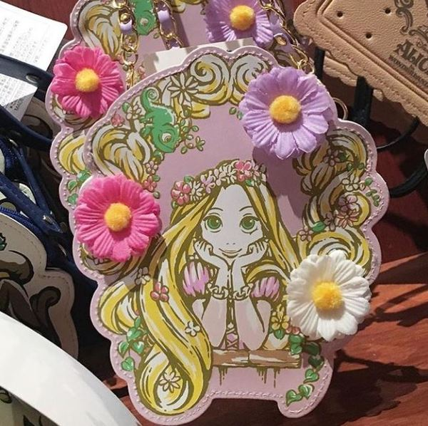 X射線【C822001】日本東京迪士尼代購-長髮公主Rapunzel樂佩花朵珍珠皮質票卡夾,收納包證件套隨身包手提包零錢包