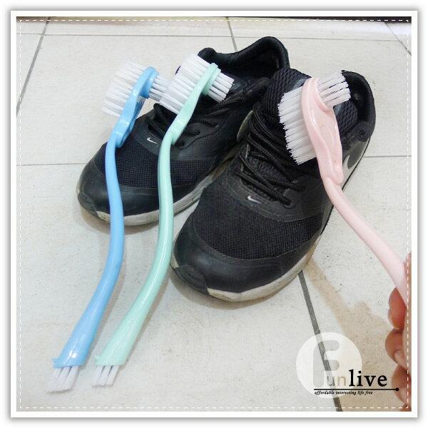 【aife life】長柄雙頭洗鞋刷/長柄萬用刷/三刷頭/清潔刷/細縫刷/廚房清潔刷/浴室清潔/磁磚