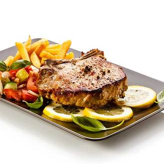 美國 PRIME 肋眼厚切牛排300g、那在肉塊間如雪花一般的油脂,入口時溫潤豐滿的感受,