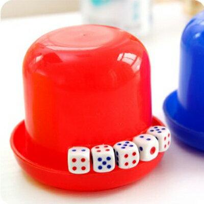 塑膠骰盅 / 吹牛比大小 彩色骰盅送骰子附5顆骰子 KTV酒吧用品 隨機色
