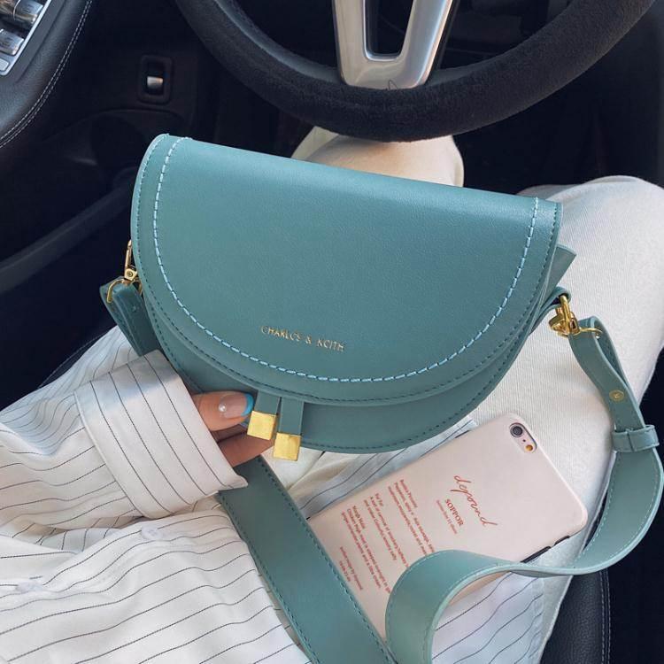 馬鞍包今年流行的小包包洋氣女2020新款潮時尚斜背包百搭質感側背馬鞍包