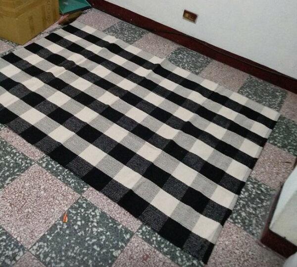 幸福家居商城:只有一條免運特價出清110*170CM黑白格紋棉質針織地毯